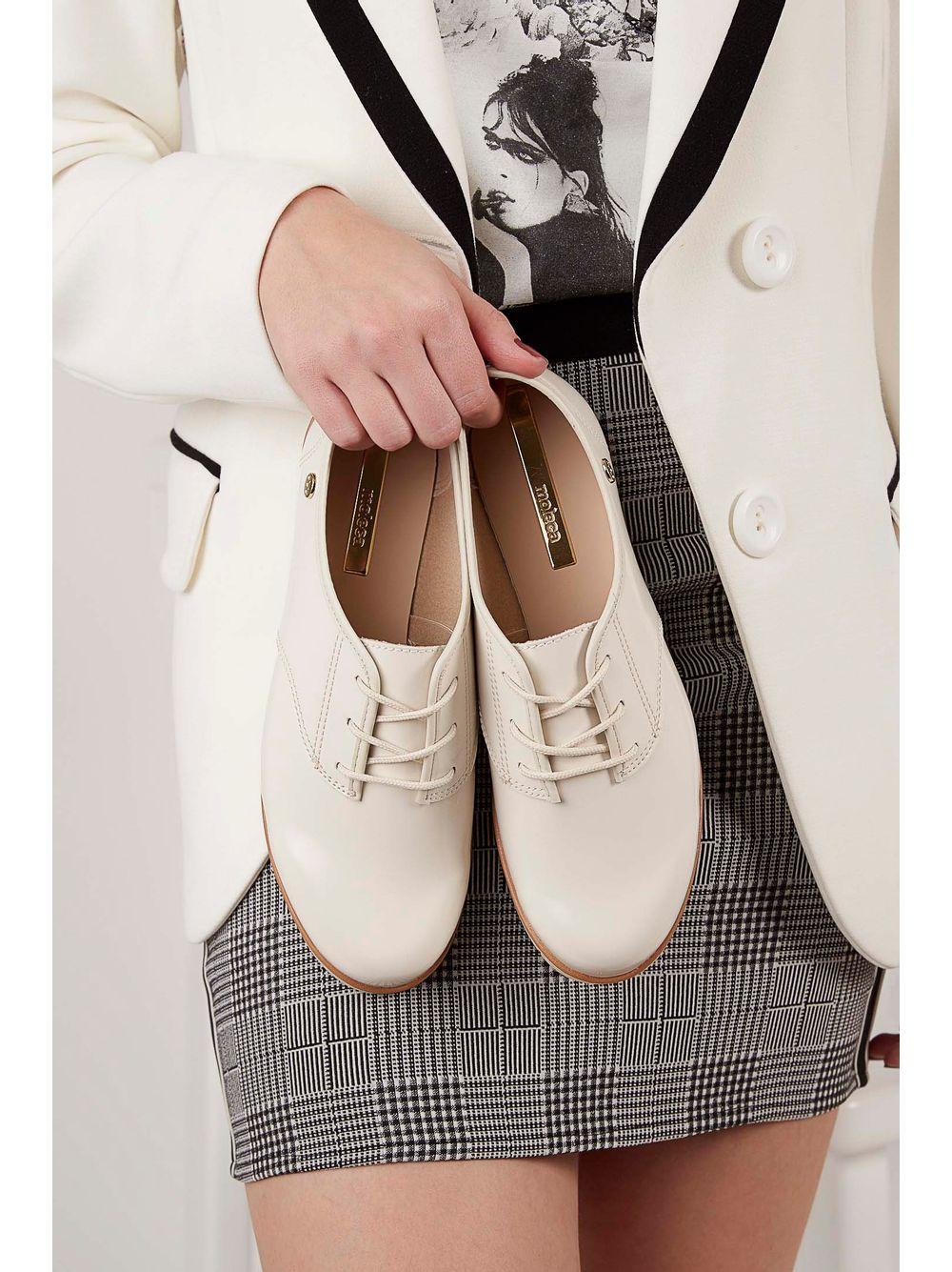 0521ec472c Sapato Oxford Moleca Verniz Off-White - pittol