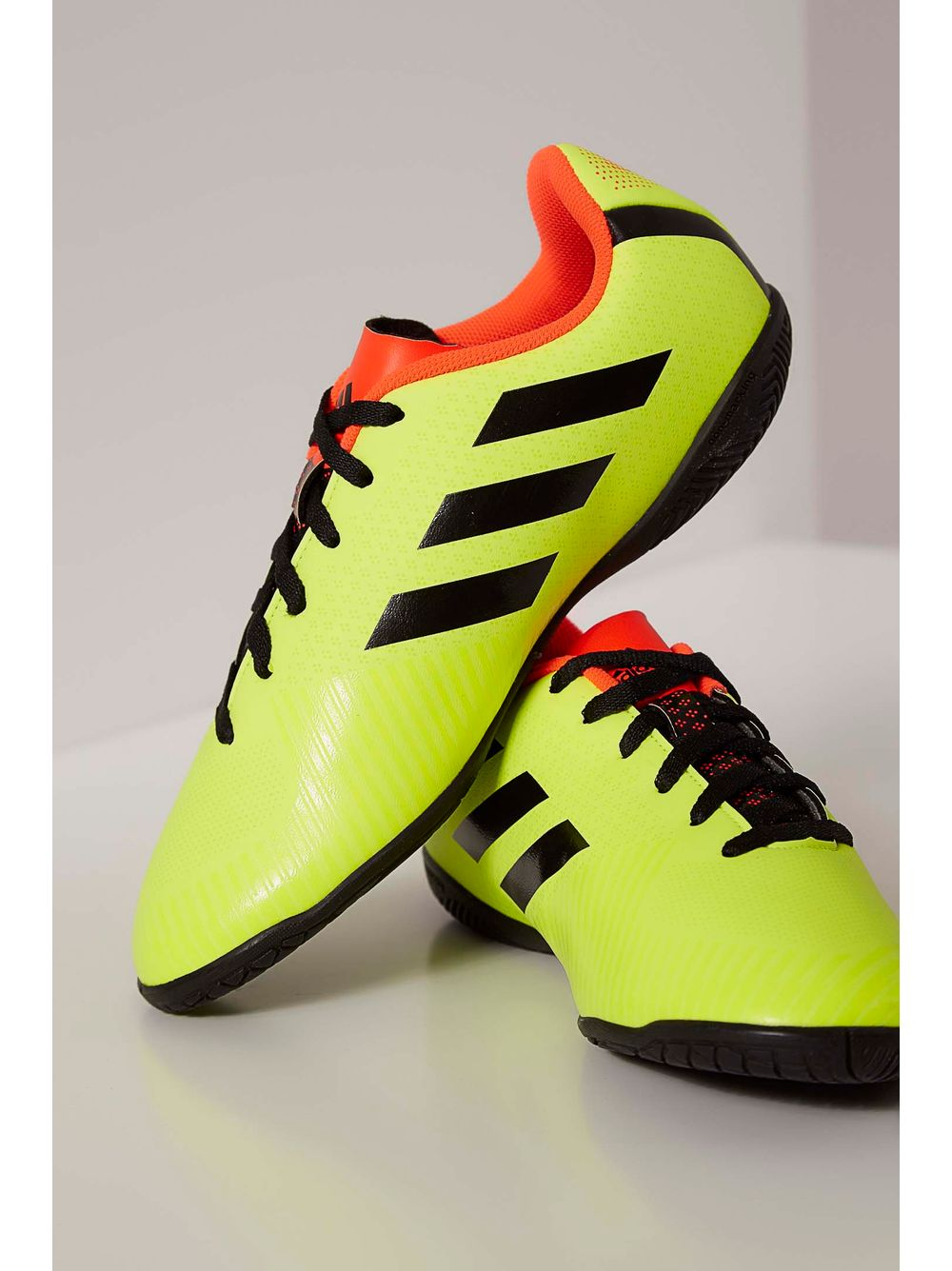 6b22b4dd4d0 Chuteira Futsal Adidas Verde - pittol