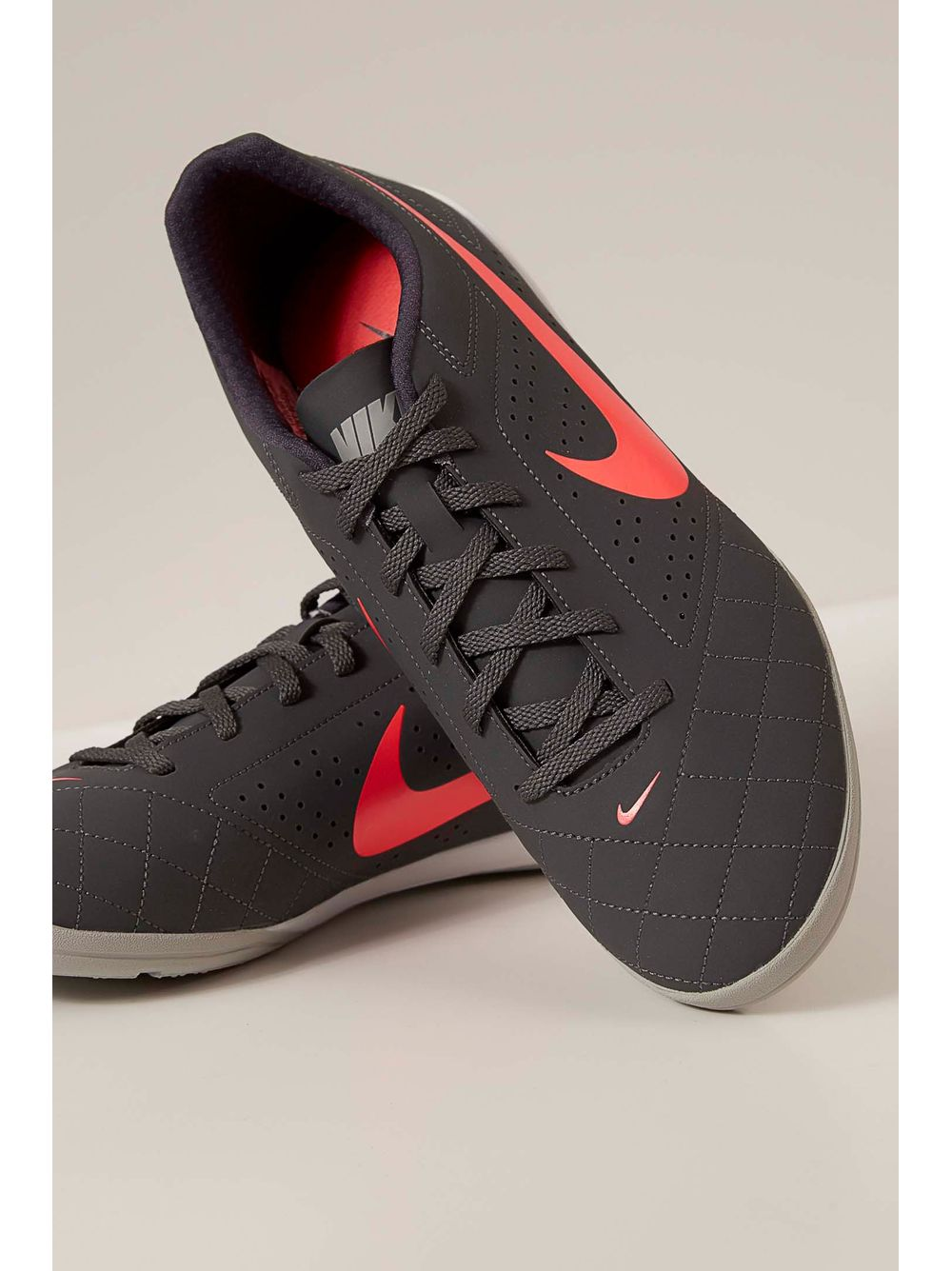 21601d5d6b Tênis Futsal Nike Beco Chumbo - pittol