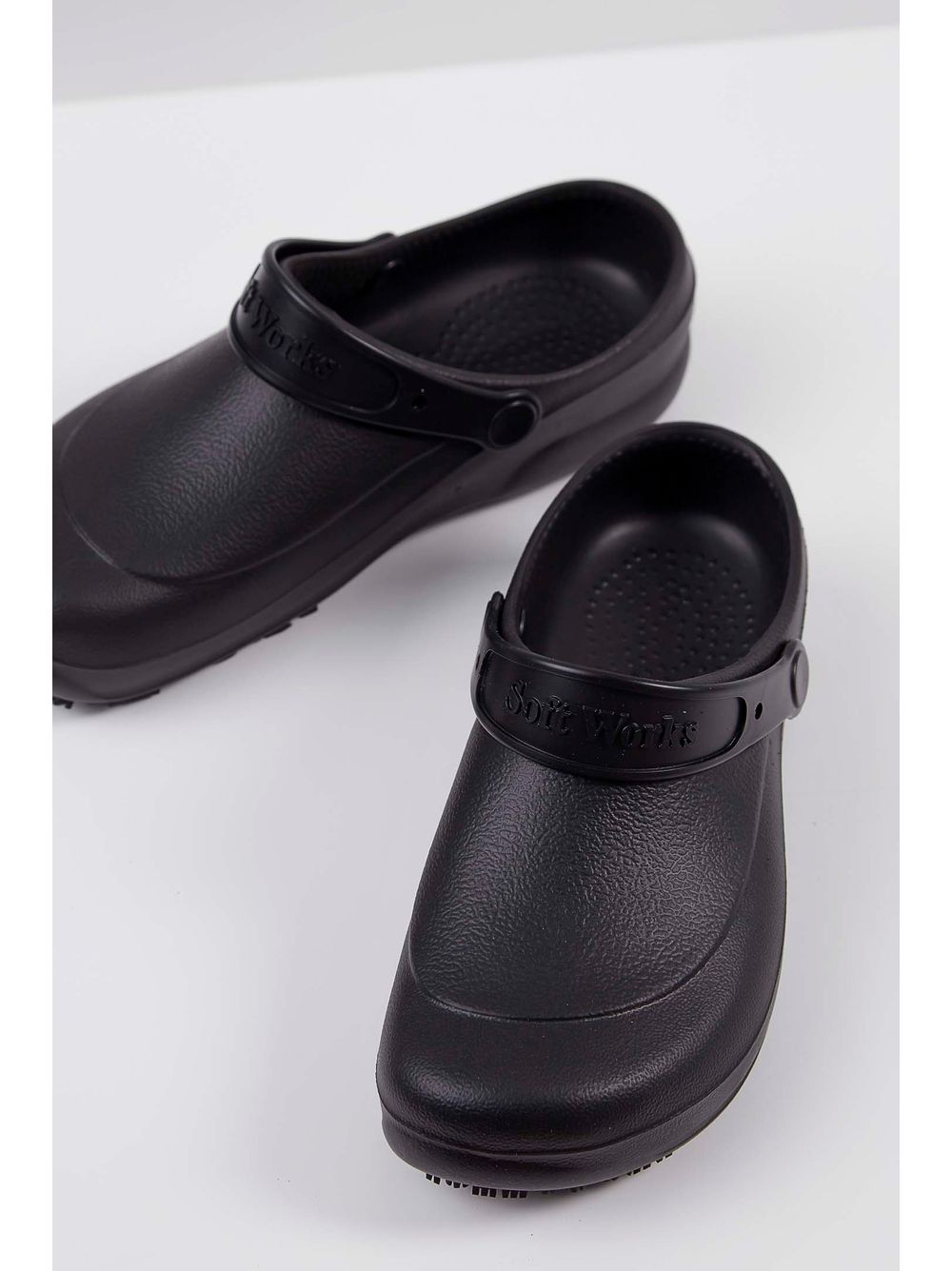 766a203b8 Babuche Crocs Soft Walk Preto - pittol