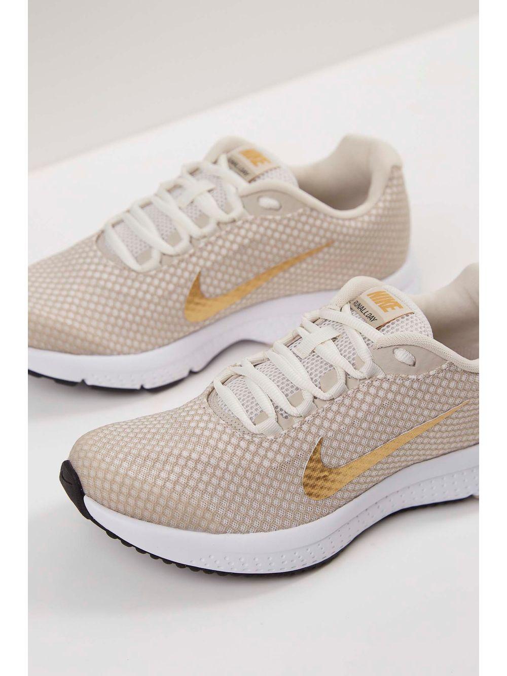 bfddbf1327e Tênis Nike Runallday Textorizado Feminino Feminino Textorizado Bege pittol  277e5d