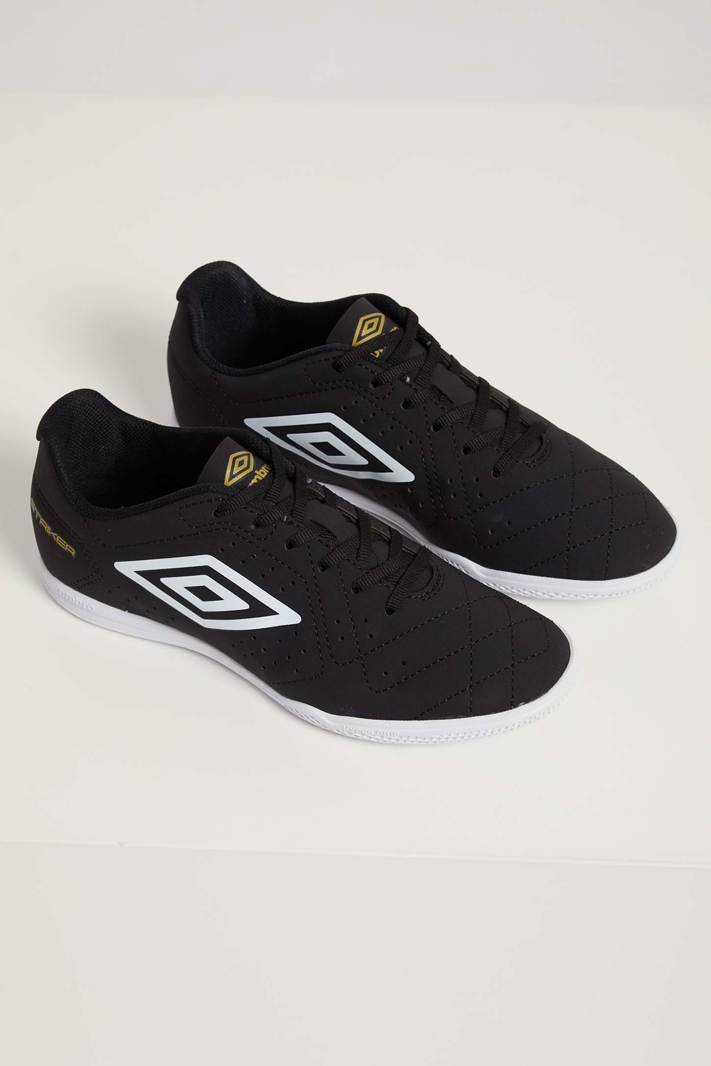 Chuteira-Indoor-Umbro-Striker-6-Preto